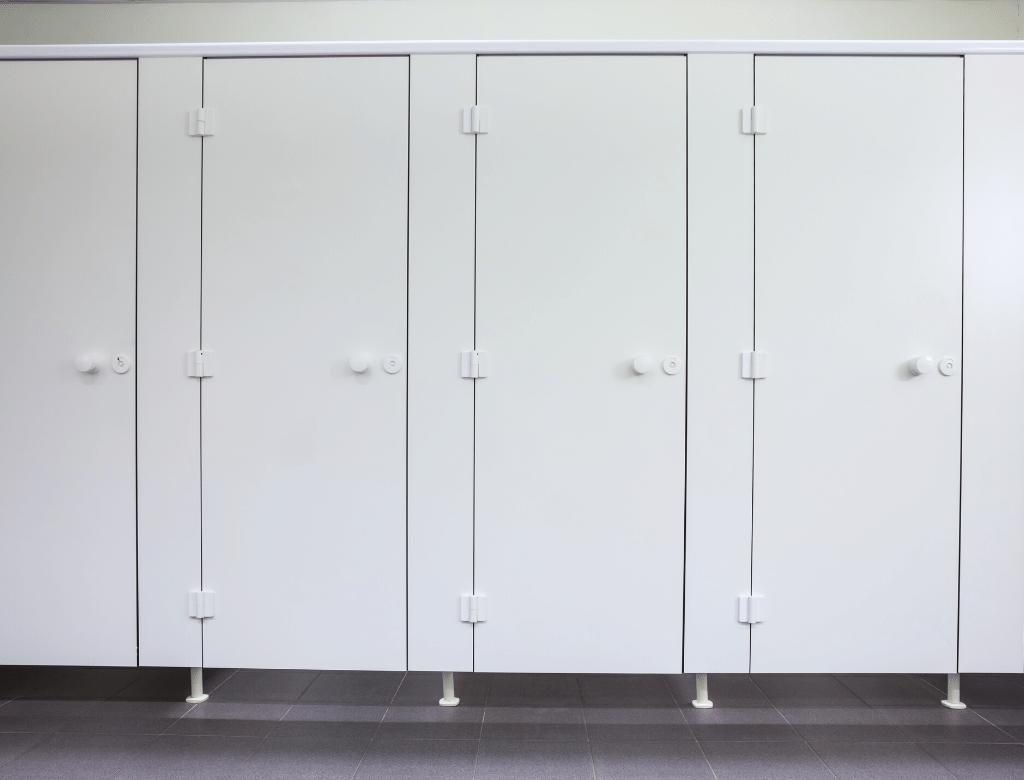 門下縫隙有其用意,可以方便清潔、防潮、保障安全的功能
